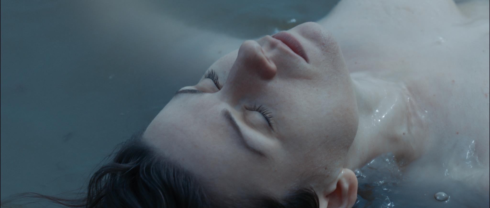 Siren promo still - Elizabeth in sea